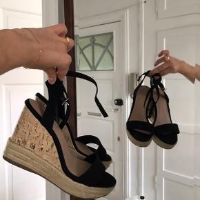 Højhælede New Look sandaler (Corkhæl, brun, sand, tofarvet, sort, 2020 fashion) Byd