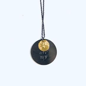 Splinterny halskæde med mærke fra Pure Sterling sort oxideret sølv og guld Købt for 450,-
