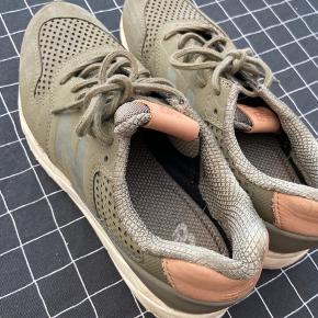 Fine new balance sko, sælges pga de er for små. Brugt højst tre gange