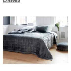 JYSK sengetæppe, halvt år gammelt, brugt få gange og har ingen brugsspor.   Målene på det er 220x240.
