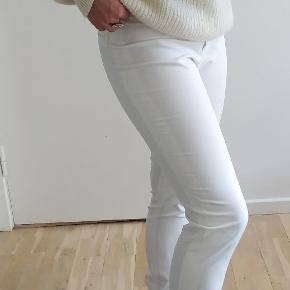 Stay sharp in these tailored pants! For a classy office-wear look or lounging in a classy fashion with a knitted shirt (psst! The knit is also for sale in my profile!) ❤️