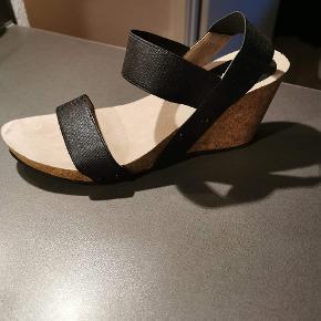 Super fin sandal, desværre passer de til min mors fod