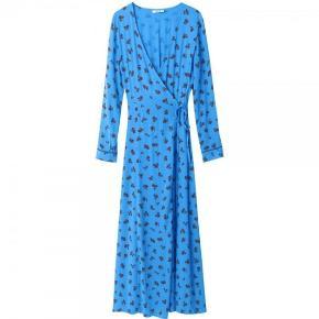 Sælger denne smukke blå ganni kjole, hvis rette pris opnåes! Nypris var 1800 kr. Købt i sommer 2018.
