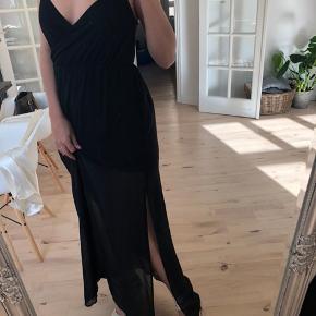Fin lang kjole fra H&M, str 34, brugt 2 gange.