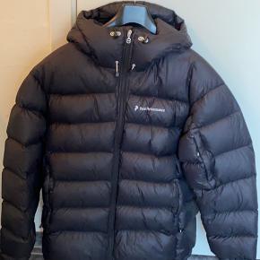 Sælger denne Peak jakke i str. XL Rigtig fin stand med meget få brugsspor  900,-