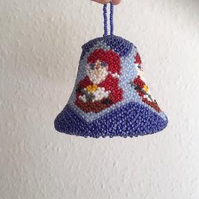 Vintage Juleklokke glas perler håndarbejde  Grønlandsperler   Julemand nisse juletræspynt julepynt til gren træ eller vindue  Yderst fin stand  Sjælden   Sender gerne