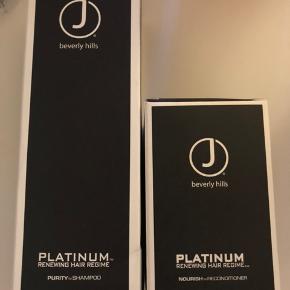 Produkter:  🍁 J Beverly Hills Platinum Nourish Reconditioner 🍁 J Beverly Hills Platinum Purity Shampoo Sælges samlet (butikspris 860,-)  🌸 J Beverly Hills Platinum Nourish Reconditioner er en nærende balsam der beriger håret med den fineste formular, af proteiner og vitaminer. Ingredienser der styrker, stabiliserer og genopbygger tørt og ødelagt hår. Håret efterlades fornyet, glansfuldt og silkeblødt. Produktet er parabenefri.  🌸 J Beverly Hills Platinum Purity Shampoo er en ultimativ og effektiv shampoo. En luksuriøs shampoo der forkæler dit hår fra hårrod til spids. Den indeholder en sulfat og parabenefri formular, som genopbygger og styrker håret, ved at stimulere hårsækkene. Shampooen tilfører fugt og glans, samtidig beskyttes og bevares hårfarven. Håret efterlades glansfuldt og silkeblødt.