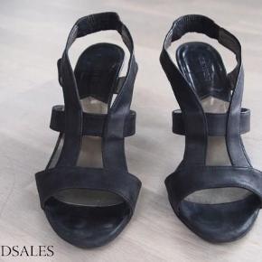 Varetype: Sandal Farve: Sort Oprindelig købspris: 1200 kr.  Smuk sandal fra Mentor. Sort skind.