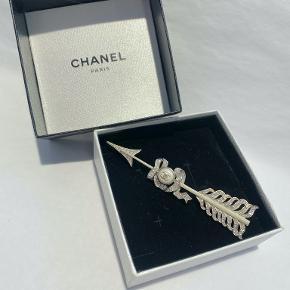 Chanel broche