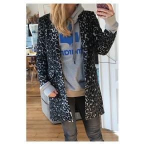 Frequent frakke. Str XS i Men passer S/M Se også mine andre annoncer eller følg mig på Instagram @2nd_love_preowned_fashion