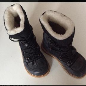Lækre vinterstøvler. Købt på ts som aldrig brugte😊 Desværre er de for små til min datter.