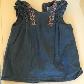 Sød kjole fra Zara - brugt en enkelt gang da den er lidt lille i størrelsen  Afhentes i Esbjerg