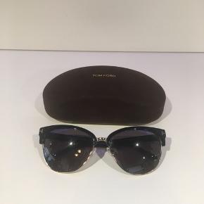 Vil gerne sælge disse flotte solbriller fra TomFord, købt i Hamburg. Har måske brugt dem 2 gange. Ser helt nye ud uden ridser.