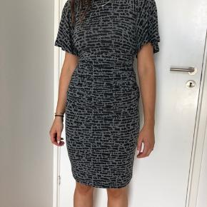 Sælger denne skønne kjole fra Baum und Pferdgarten. Kun prøvet på.  Nypris 1200,-