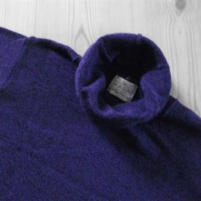 Varetype: sweater - se bemærkning vedr. str. Farve: Lilla  der står ikke str. i blusen men målene er: brystvidde: 104 cm længde: 57 cm