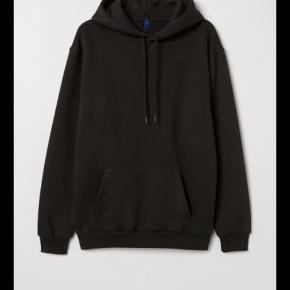 Sort hoodie / hættetrøje fra H og M. Gratis fragt i ferien, for køb over 100 kr