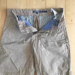 Varetype: Shorts Farve: Brun Oprindelig købspris: 600 kr.  Super fede shorts fra th . De er str 152 men syntes de er lidt små i str . De har været vasket og kun ligget i skabet . Er du for små .