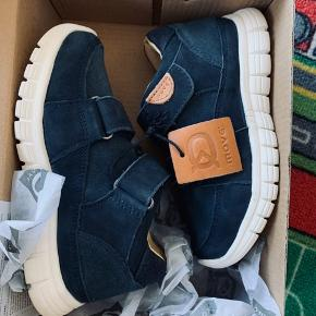 Move by Melton sneakers