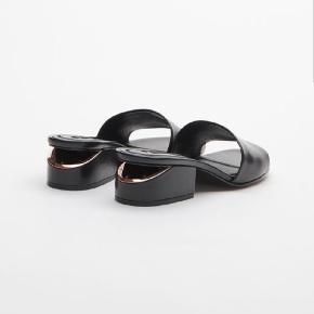 Alexander Wang leather slides in 38. Brand new in original box. Never used. Copper metal detail in the back. Fits true to size. Can be picked up at Kbh SV or shipped.