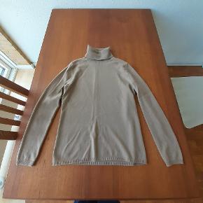 100% cashmere rollneck fra det tyske mærke Unger Fashion  Kostede vist 250 EUR  Har kun gået med den et par gange, aldrig vasket