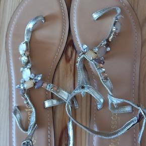 Accessorize sandaler