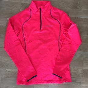 Tyk orange løb/sports bluse med lynlås ved halsen i lækker kvalitet - fin stand, kom gerne med realistisk bud 👚