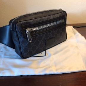 Sælger denne flotte og velholdte Gucci bæltetaske. Tasken har ikke været brugt så meget, og er næsten som ny. Køb den til et STEAL !