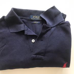 Lækker Polo Shirt fra Ralph Lauren.  Str L Custom FIT Ikke ryger hjem.  God men brugt stand.