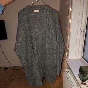Lækreste grå cardigan i lækker kvalitet. Flere billeder kan sendes 😊
