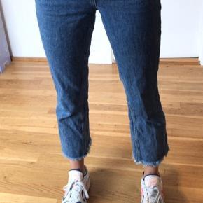 Sælger disse bukser fra na-kd x Hannalicious, nypris var 379 så BYD :)
