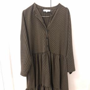 Helt ny kjole - har kun været prøvet på et par gange og aldrig vasket.