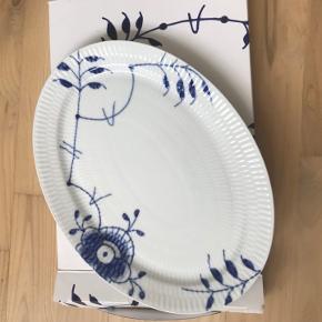 Helt nyt Royal Copenhagen Blue fluted mega plate, oval 28 cm.