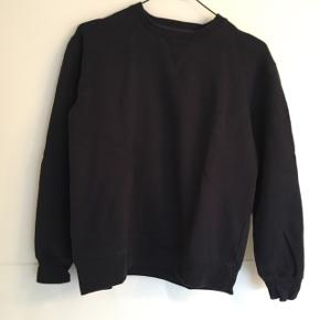 Navy blue sweatshirt. Great condition and no holes etc.