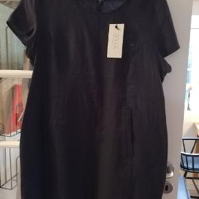 Hørkjole, aldrig brugt, nypris 999, sendes for 350