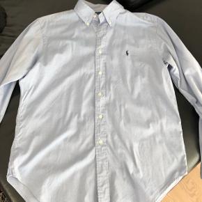 Se mine annoncer for flere Ralph Lauren skjorter 😊  Lyseblå.
