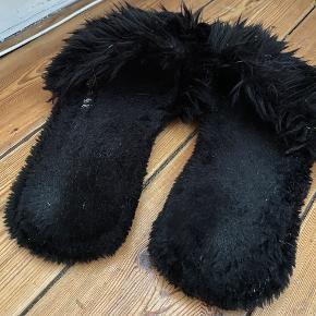 Cute slippers med pels, hjemmesko. Str 41 men passer 40-42, lidt slitage indvendig