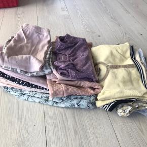 Lækker POMPdeLUX i str 86. 15 stk tøj i fin stand. Afhentes i Horne eller sendes på købers regning.