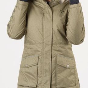 Ny vinterjakke/ frakke. Kan hentes i Esbjerg eller sendes med DAO for 48kr.