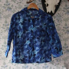 Blåblomstret skjorte købt i Paris.
