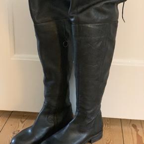 BYD. Lækre over-knee støvler fra Marc O'Polo, brugt få gange og fremstår som nye.