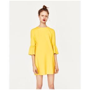 Sælger denne fine sommergule kjole fra ZARA. Kjolen er i str s. Har lynlås i nakken.