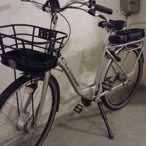 Hej Folkens!  Sælger min Crescent Elina El-Cykel, da jeg fortryder købet.   Kvittering, nøgler og oplader til batteri indgår selfølgelig! Cyklen har 7 gear og størrelsen på ramen er 51 cm  Svarer kun på seriøse henvendelser og prisen kan selfølgelig diskutteres!