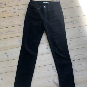 Super lækre bukser, med stretch materiale.