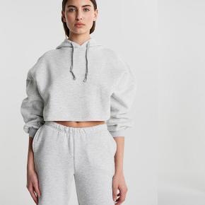 Gina tricot hættetrøje i grå, brugt meget få gange