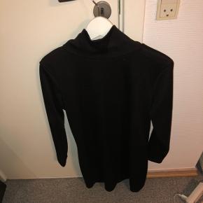 Kjole med lav rullekrave Størrelse XL - Er lille i størrelsen, så den passer M-L