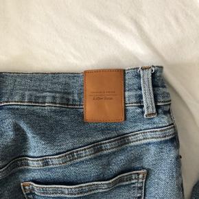 Basic Jeans fra And Other Stories, som kun er brugt få gange. Np: 599kr