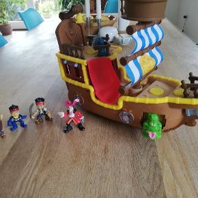 Jake og piraterne legetøj. Meget brugt, men okay stand.