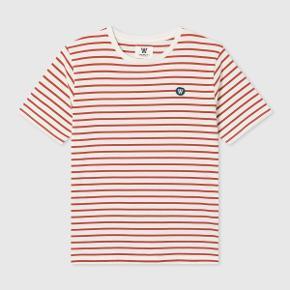 Lækker t'shirt fra Wood Wood.  Ubrugt med tags / prismærket.  Købt i herre afdeling men syntes den er ret unisex.  Model : Ace.  Nypris = 400 kr.  PRISEN ER IKKE TIL FORHANDLING.