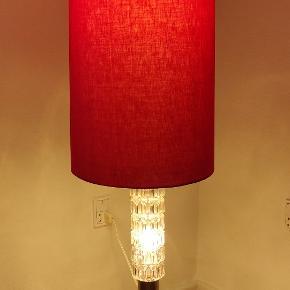 """Virkelig flot Retro - """"Space-Age"""" gulvlampe designet af tyske  Michae Essig Besigheim i midten af 70'erne. Standeren er udsmykket m. buttede og nubrede paneler i transparant glas ...højde 132 cm"""
