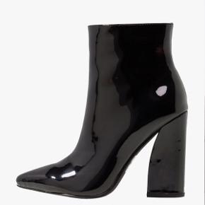Sælger disse fine støvler fra mærket Raid, købt på Zalando sidste år. Str. 38 og i rigtig fin stand, da de kun er gået med en gang ✨